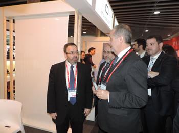 El conseller d'Empresa i Ocupació, Felip Puig a l'estand de Neàpolis amb el gerent Joan Carles Lluch