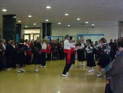 La visita va finalitzar amb una exhibició de les Danses de Vilanova