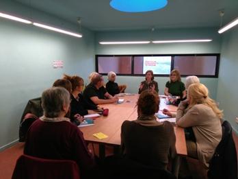 La trobada s'ha fet a la biblioteca Joan Oliva