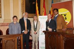 L'alcaldessa i la regidora d'esports amb els representants del CT Vilanova i Raquetes Sense Fronteres