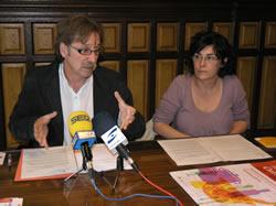 El regidor Tomàs Álvaro i la tècnic municipal Marta Montserrat han presentat el Festival