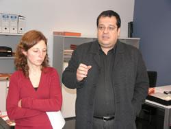 L'alcalde de VNG i la regidora del Pla d'Equitat a la nova oficina Espai d'Equitat