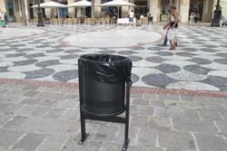 Les noves papereres ja s'han instal·lat a la plaça de la Vila