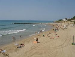 Vilanova i la Geltrú té 5 platges que s'omplen de banyistes cada temporada d'estiu