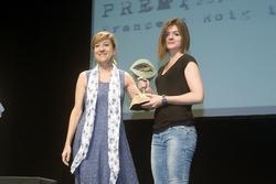 La néta de Morató va recollir el premi, una escultura del vilanoví Xavier Cuenca. Foto: Nono