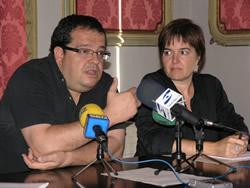 L'alcalde de Vilanova i la Geltrú, acompanyat de la regidora de Cultura