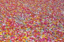 Es calcula que aquest diumenge Carnaval es van llençar 112 tones de caramels pels carrers de la ciutat