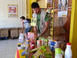 Van ser moltes les persones que van aportar el seu granet de sorra en favor de les famílies més necessitades