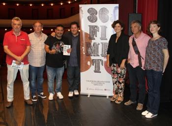 Teresa Llorens i Jordi Paulí van presentar el FIMPT envoltats d'alguns dels seus protagonistes