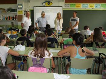 Neus LLoveras i Joan Martorell han visitat l'escola Cossetània en aquest primer dia de curs