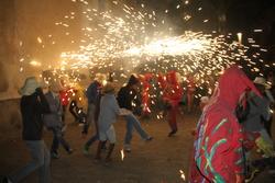 El correfoc és un dels actes més multitudinaris de la Festa Major