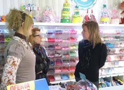 L'alcaldessa de VNG visita els comerços de la ciutat