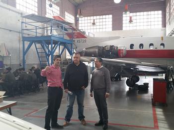 El diputat Homet a les instal·lacions de l'EFAV amb el regidor Martorell i el cap d'Aeronàutica Molinuevo