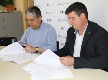 El regidor d'Educació i Ocupació, Joan Martorell i el president del CNL Alt Penedès-Garraf, Josep Moya