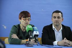La regidora d'Esports de l'Ajuntament i el president del CF Vilanova durant la comparteixença de premsa
