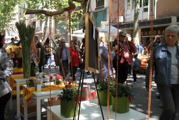 Les parades de roses i llibres prenen el carrer cada any per Sant Jordi