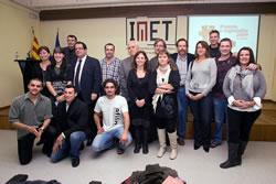 Imatge de les persones premiades a la tercera edició  dels Premis E-mprendre