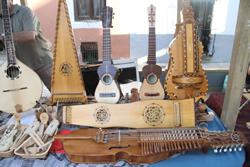 Fira de luthiers, a la plaça de l'Assumpció
