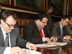 L'alcalde de VNG ha fet efectiva la signatura del nou contracte