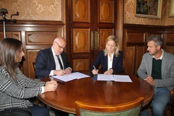 El conveni s'ha signat aquest matí, just abans d'inaugurar la Fira de Novembre