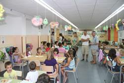 La primera visita s'ha fet al casal d'estiu de l'escola Ginesta