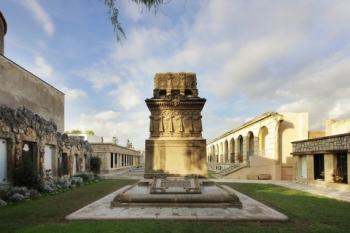 El panteó de Victor Balaguer és un dels elements que l'han fet candidat a millor monument arquitectònic
