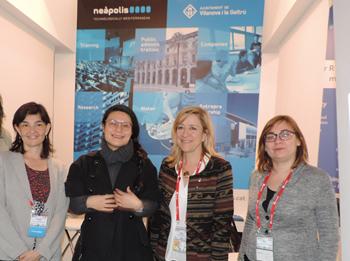 D'esquerra a dreta, Ariadna Llorens, Taowen Xue, Neus Lloveras i Isabel Gimeno a l'estand de Neàpolis del MWC