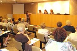 Moment de la taula rodona 'Les dones rellevants a la història de Catalunya'