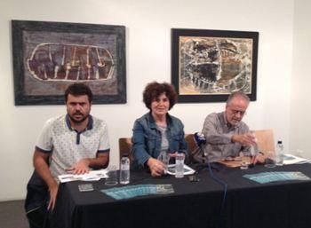 La regidora de Cultura Teresa Llorens, acompanyada de Xavier Capdet i Àlex Cardona