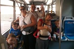 Família dins el bus
