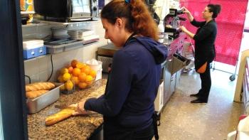 La treballadora contractada a La Crème Pastisseria.