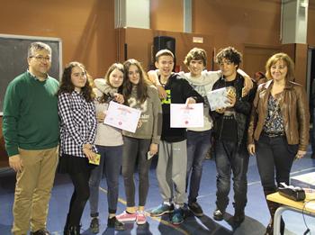 Els primers classificats, amb el regidor Joan Martorell i la directora Núria ESpada