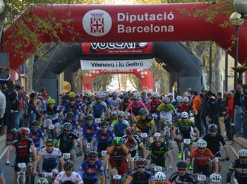 Pas de la cursa per la rambla de Vilanova. Foto: Francesc Lladó