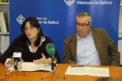 La regidora d'Ocupació, Ariadna Llorens i el gerent de l'IMET, Salvador Baig, amb els mitjans de comunicació