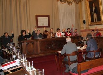 Moment de la votació del Pressupost 2017 de l'Ajuntament de VNG
