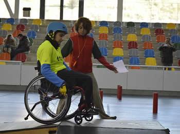 Circuit slalom en cadira de rodes