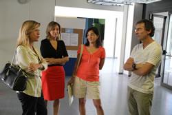 La posada en marxa dels nous estudis va centrar la visita de la regidora d'Educació i l'alcaldessa a l'institut de Mar