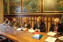 Neus Lloveras va estar acompanyada dels regidors Francesc Sànchez i Blanca Albà