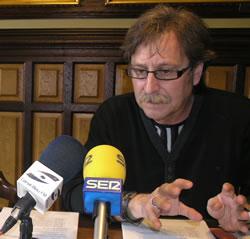 El regidor Tomàs Álvaro en roda de premsa, aquest migdia