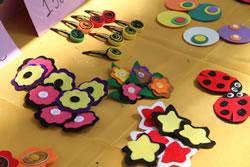 A la imatge, algunes dels productes que han ideat i creat els alumnes per al mercat d'emprenedoria.