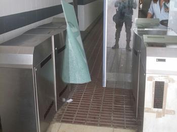 El pas subterrani de l'estació ja torna a estar operatiu