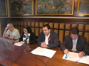 Signatura del conveni entre l'Ajuntament i AUCAT