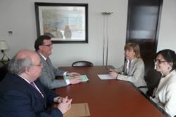 L'alcaldessa Lloveras i la regidora Llorens, a la reunió amb el conseller d'Empresa i Ocupació