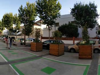 El carril de baixada dela rbla. Lluís Companys permet l'estacionament d'uns 25 vehicles