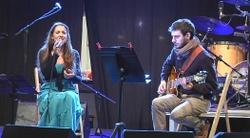 Gemma Humet i Adrià Plana, ahir davant del Mercat del Centre