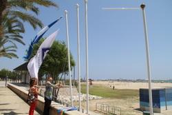 Les banderes blaves i de qualitat ja onegen a les platges de la ciutat