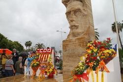 Ofrena floral als peus del monument de Francesc Macià