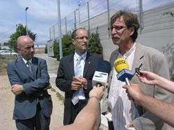 Joan Rabasseda, Carles Bassaganya i Tomàs Álvaro, han atès la premsa al solar de l'Espai Jove