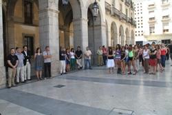 La concentració s'ha fet davant de l'Ajuntament de VNG