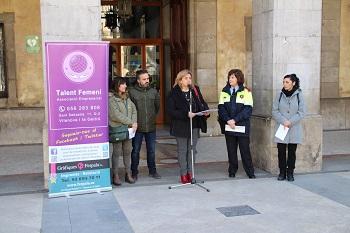 Lectura del manifest davant l'Ajuntament